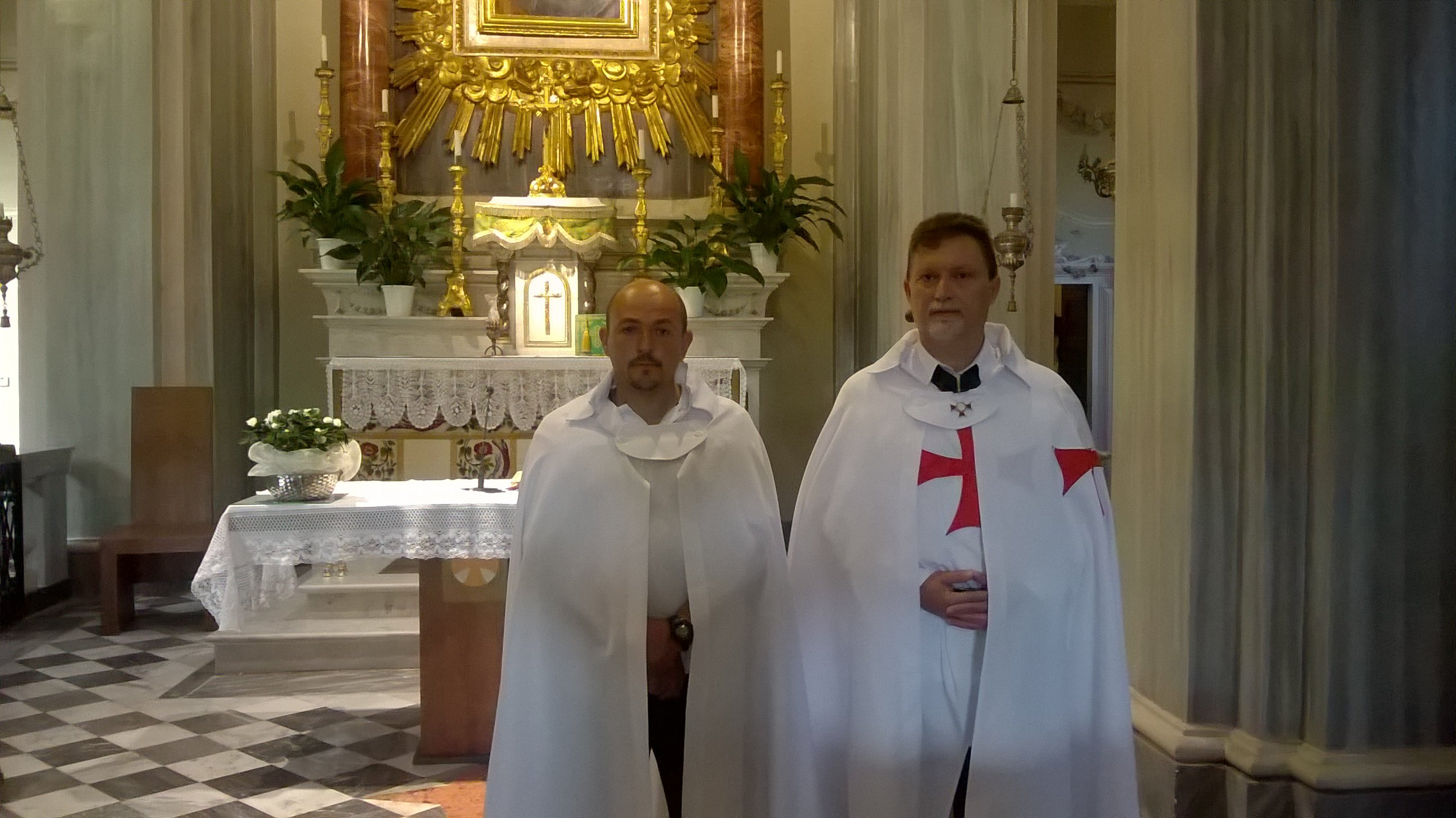 I Templari Cattolici d'Italia presidiano la chiesa di Madonna della Riva a Cuneo.
