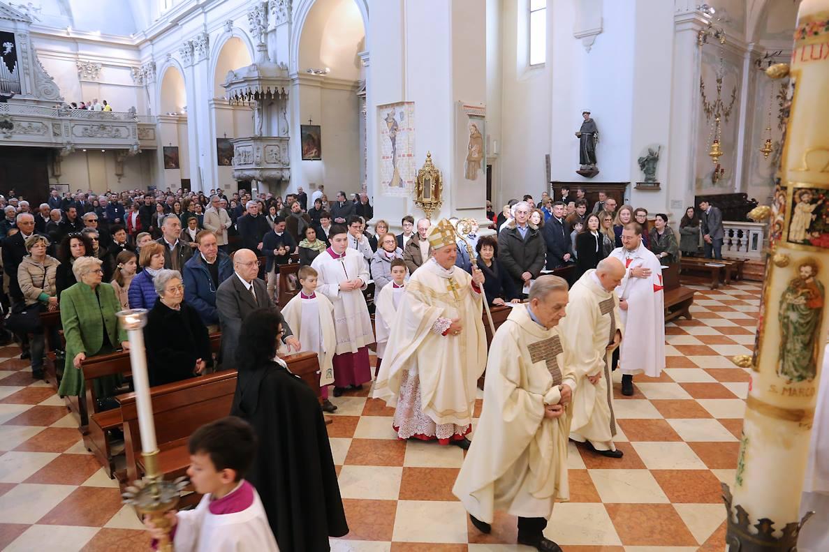 I Templari Cattolici d'Italia partecipano al pontificale di Pasqua a Pordenone. Presiede il Vescovo Sua Eccellenza Monsignor Giuseppe Pellegrini.