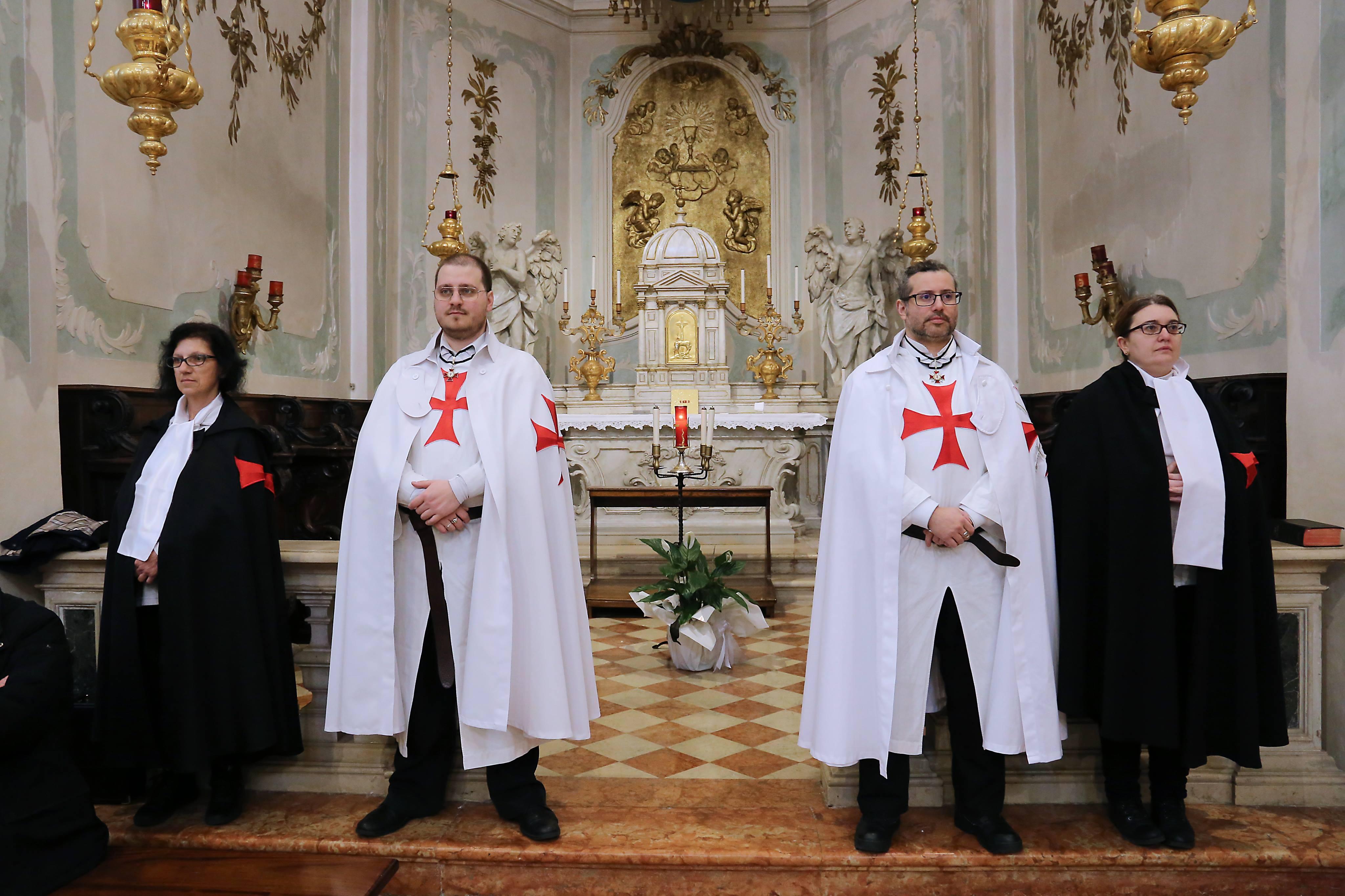 I Templari Cattolici d'Italia partecipano alla Santa Messa Solenne del Crisma a Pordenone.