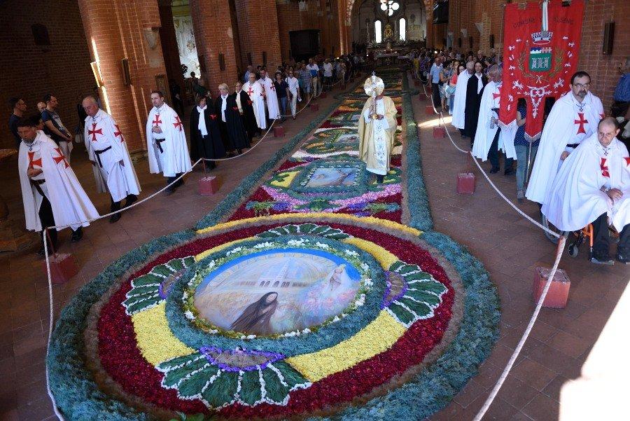 I Templari Cattolici d'Italia partecipano alle celebrazioni per la solennità del Corpus Domini a Chiaravalle della Colomba.