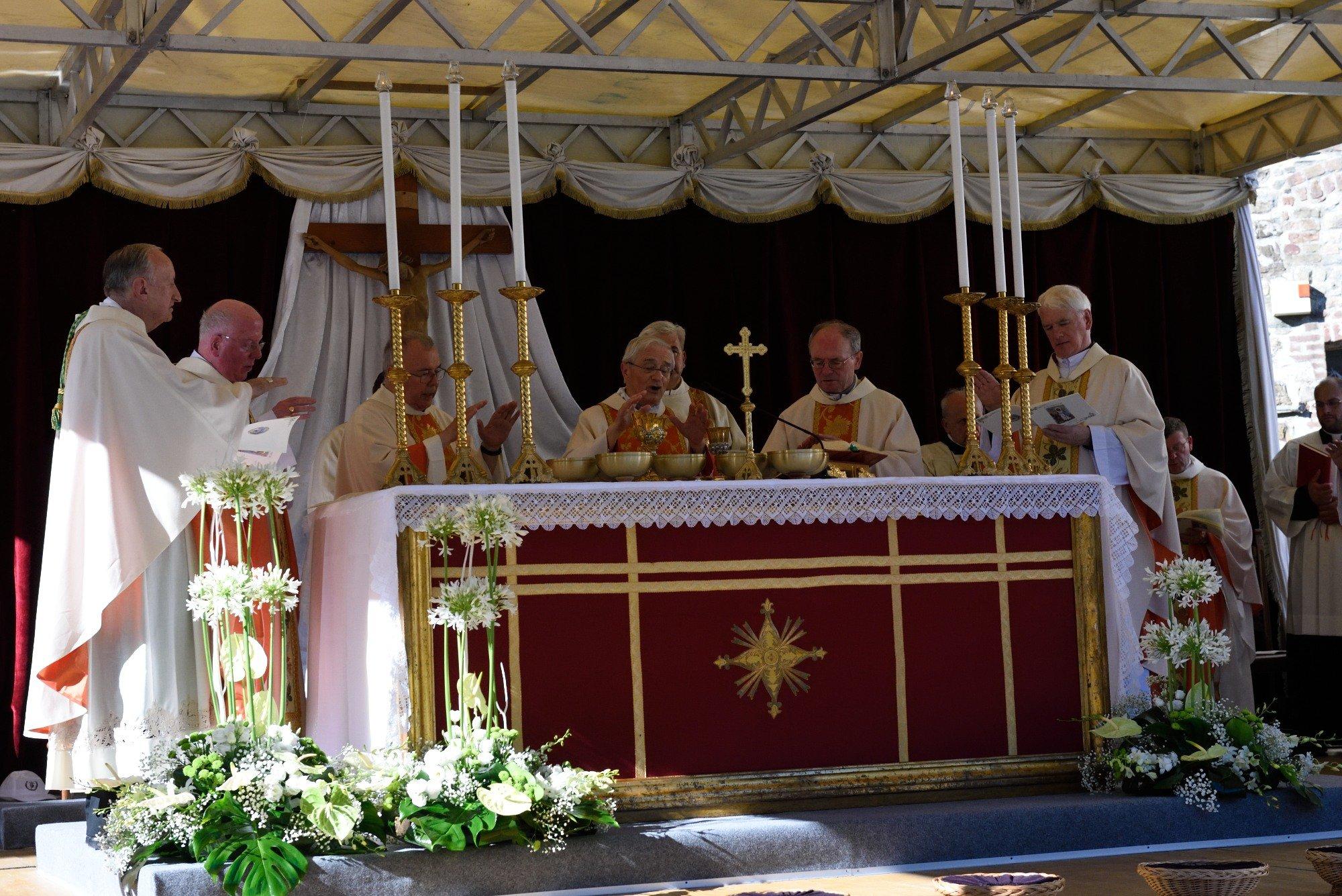 I Templari Cattolici d'Italia partecipano alla Santa Messa presieduta da Sua Eccellenza Monsignor Gianni Ambrosio, Vescovo di Piacenza e Bobbio alla presenza di autorità civili e religiose, e numerosi laici appartenenti alla comunità Colombiana europea.