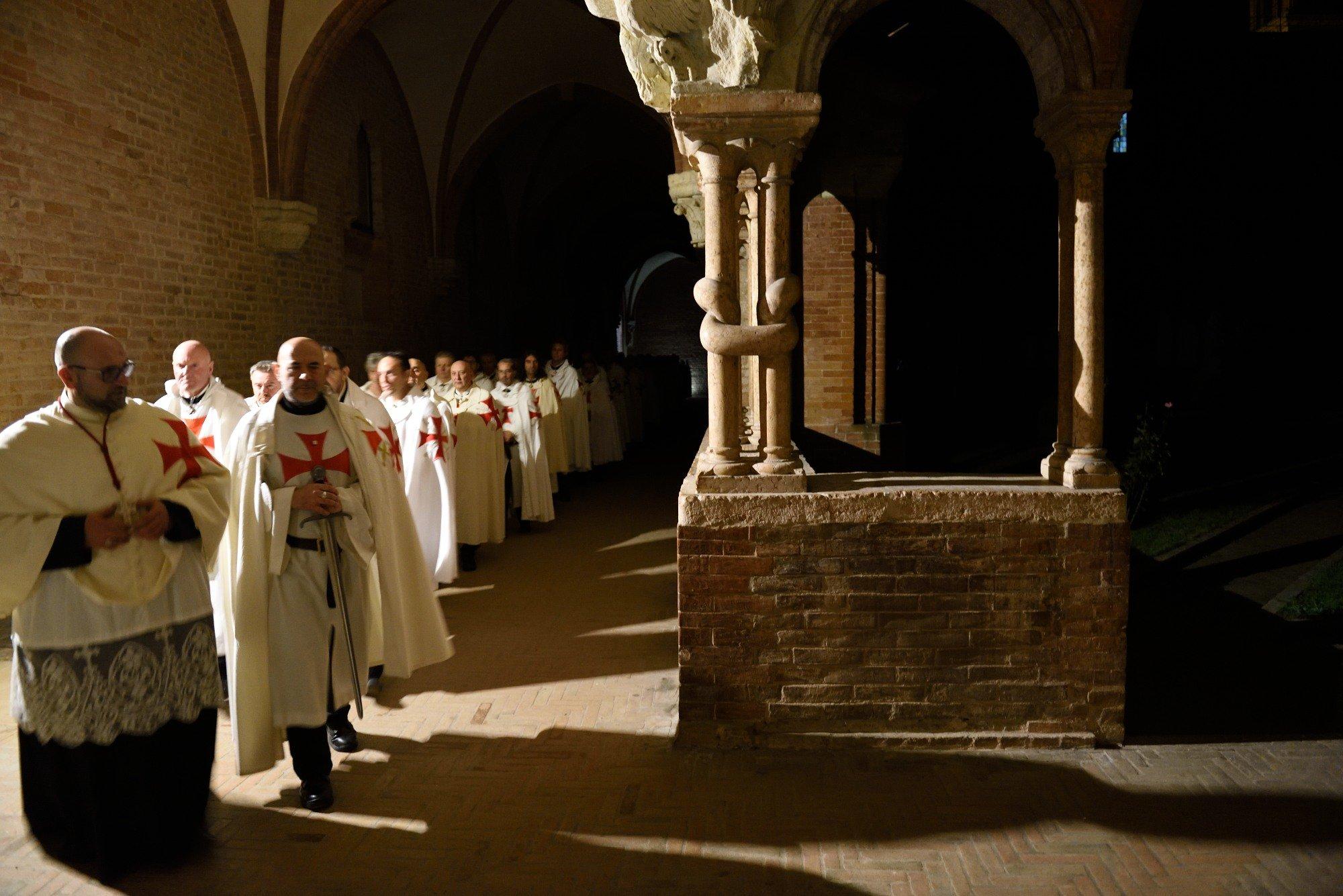 I Templari Cattolici d'Italia partecipano alla Celebrazione Eucaristica e Veglia di Preghiera la notte del trentuno ottobre presso Chiaravalle della Colomba
