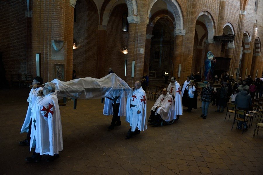 I Templari Cattolici d'Italia partecipano alla Via Crucis presso l'abbazia di Chiaravalle della Colomba a Piacenza.