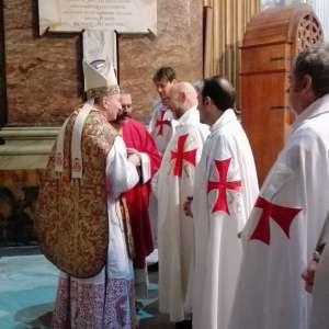 I Templari Cattolici con S.Em. Parolin partecipano alla Santa Messa solenne per la festività degli Apostoli Filippo e Giacomo il Minore presso la Basilica dei Santi XII Apostoli a Roma.