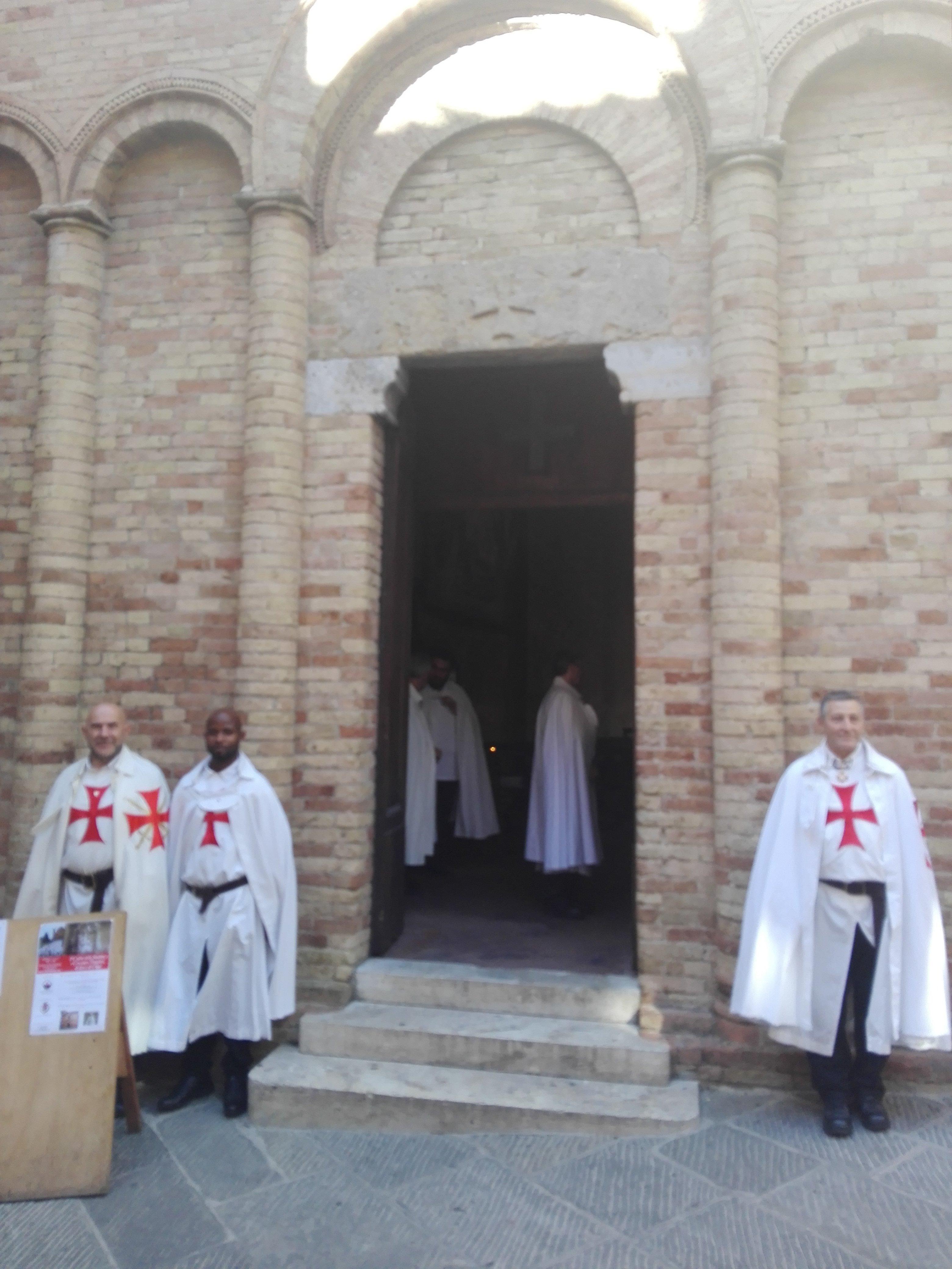 I Templari Cattolici d'Italia ospitano la conferenza sulla Santa Sindone ed a seguire Santa Messa nella chiesa Templare di Santo Bartolo in occasione del conventino priorale a San Gimignano