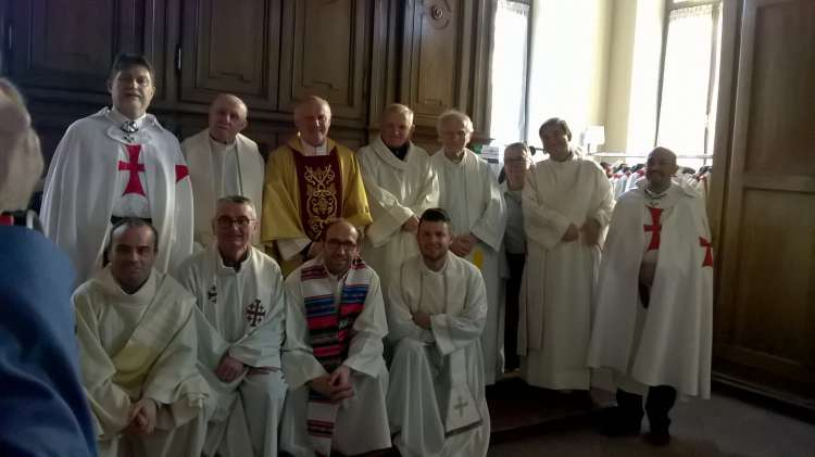 I Templari Cattolici d'Italia partecipano alla solenne Messa celebrata in occasione dei 40 anni di sacerdozio di don Giovanni Quaranta a Cuneo.