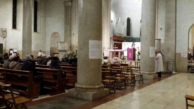 I Templari Cattolici d'Italia prestano servizio durante la Via Crucis Interparrocchiale a Trieste.