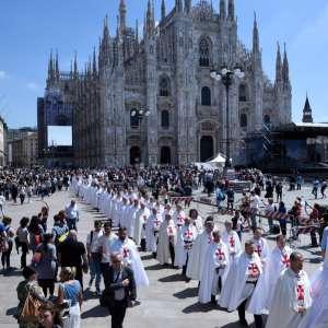 Centenario delle apparizioni della Madonna di Fatima: Templari Cattolici d'Italia a Milano ad Onorare la statua della Madonna di Fatima